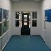 interieur - blauw pad en witte wand